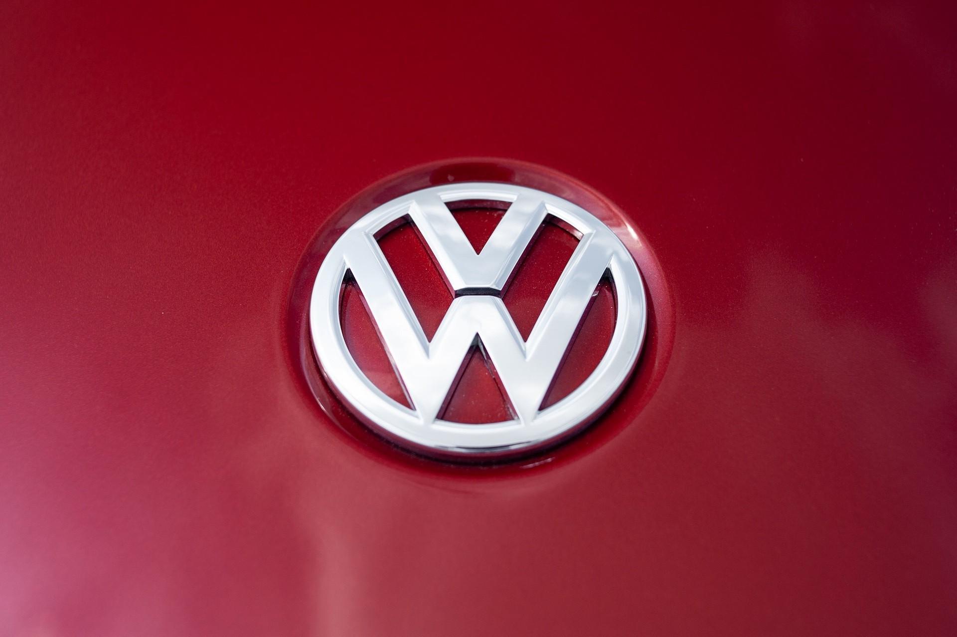 Volkswagen_XL1_sale-0086
