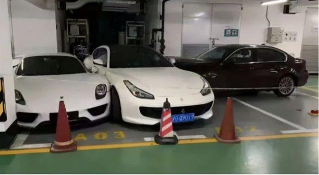Ferrari-Porsche-Mercedes-BMW-Crash-3