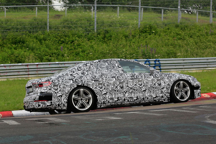 Spy_Photos_Audi_A8_Nurburgring_02