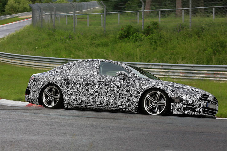 Spy_Photos_Audi_A8_Nurburgring_08