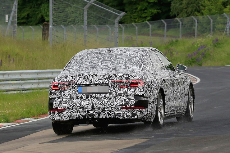 Spy_Photos_Audi_A8_Nurburgring_09