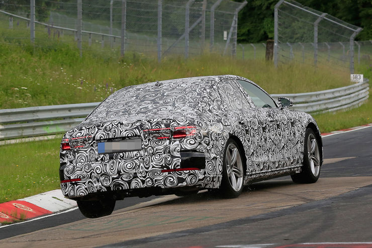 Spy_Photos_Audi_A8_Nurburgring_11