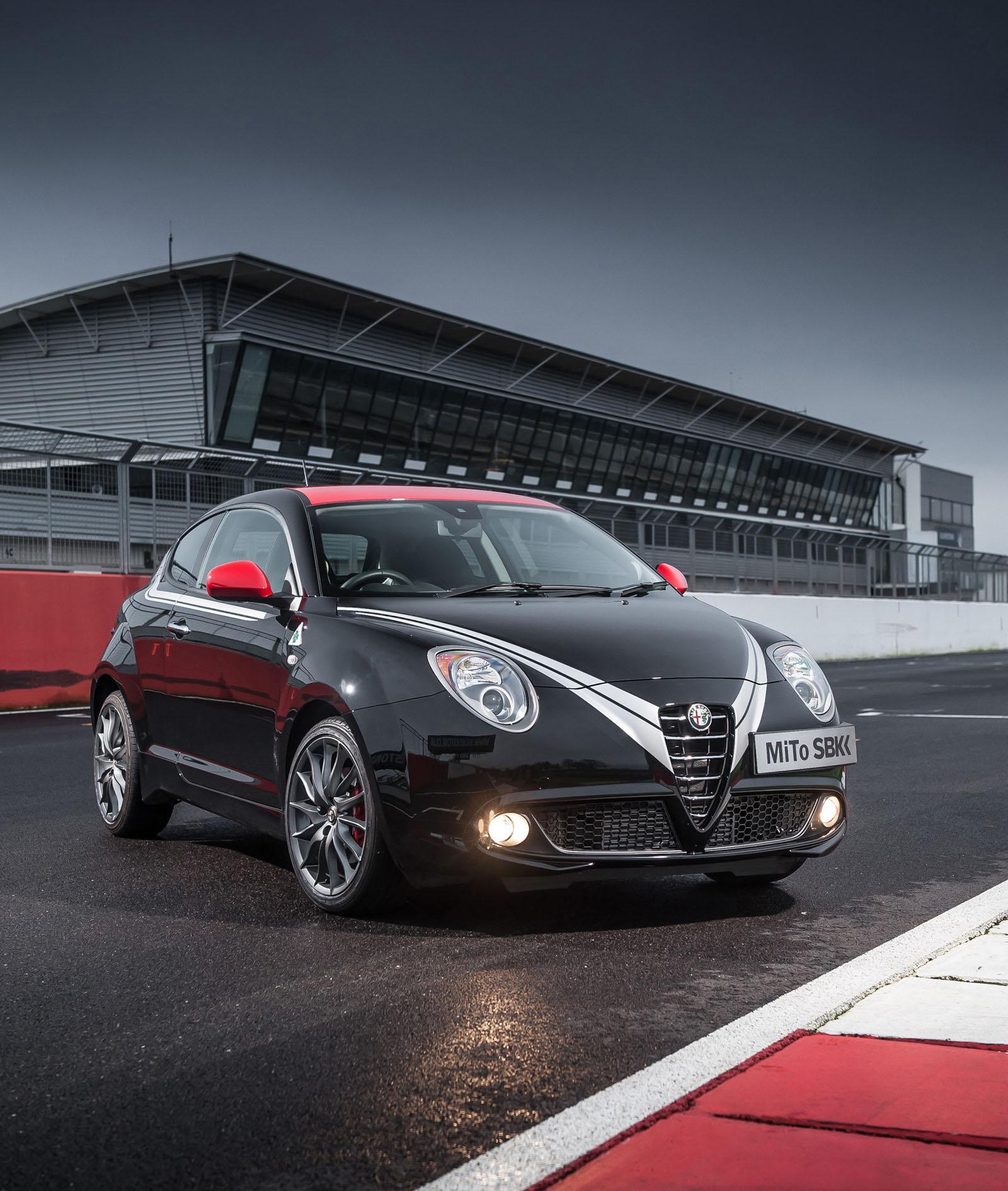 Κάνοντας ακροβατικά με μια Alfa Romeo MiTo Quadrifoglio