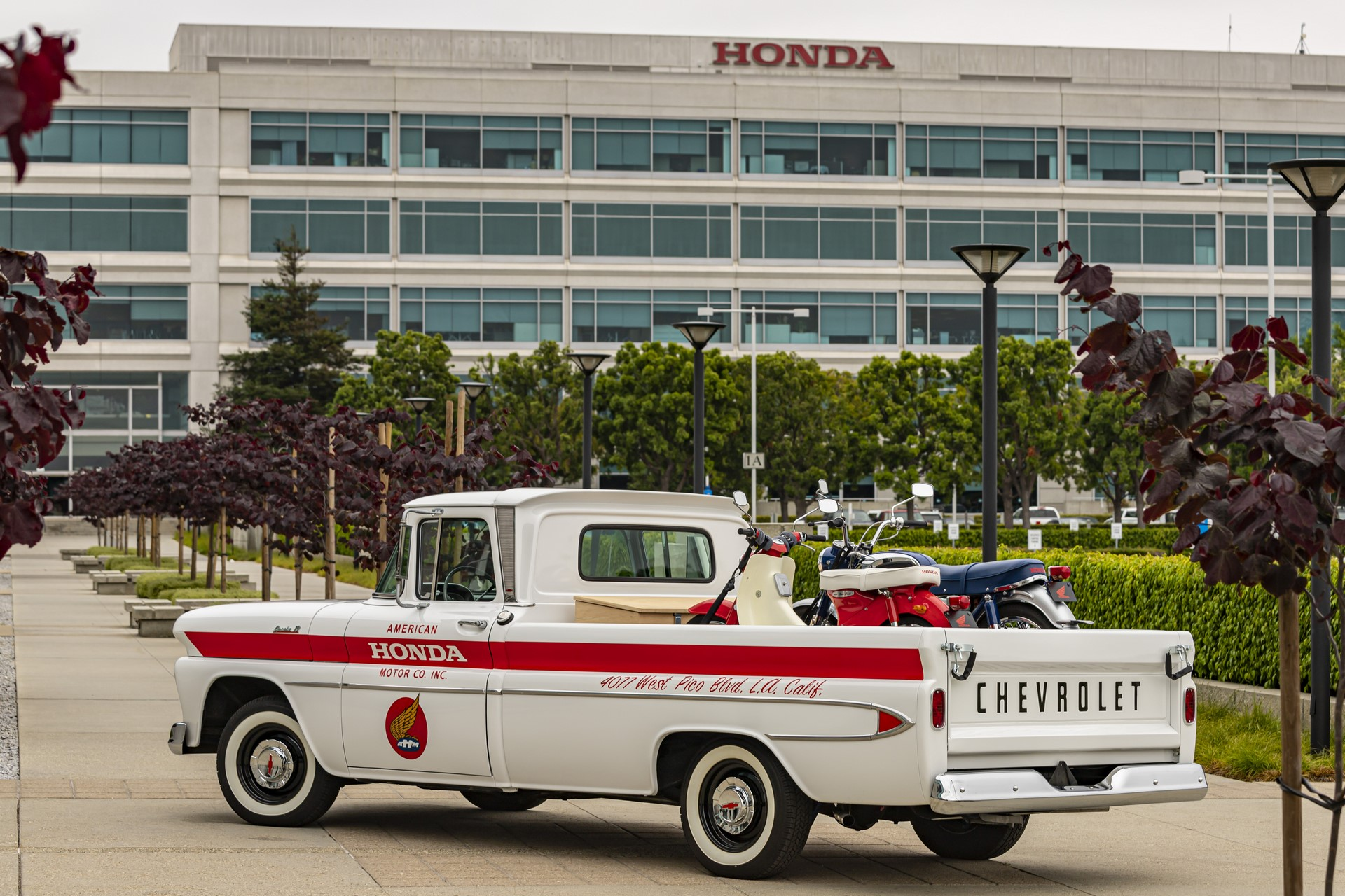 09_American_Honda_60th_Anniversary_Chevy_Delivery_Truck