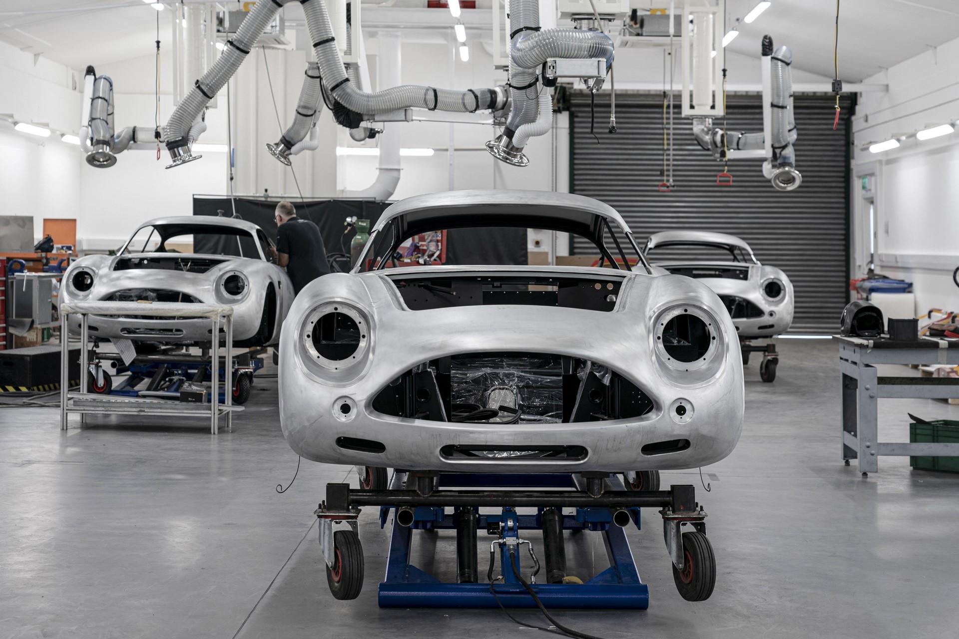 Aston-Martin-DB4GT-Zagato-Build_Newport-Pagnell_01