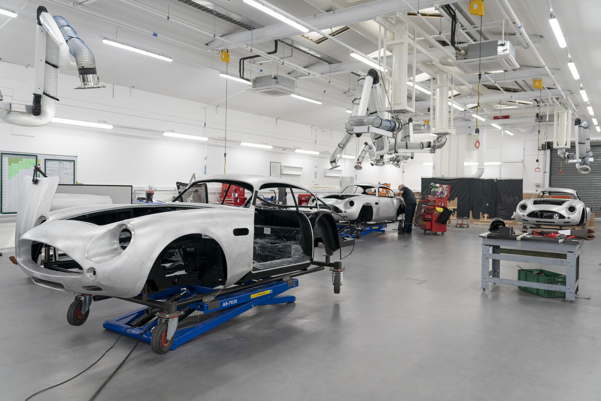 Aston-Martin-DB4GT-Zagato-Build_Newport-Pagnell_02
