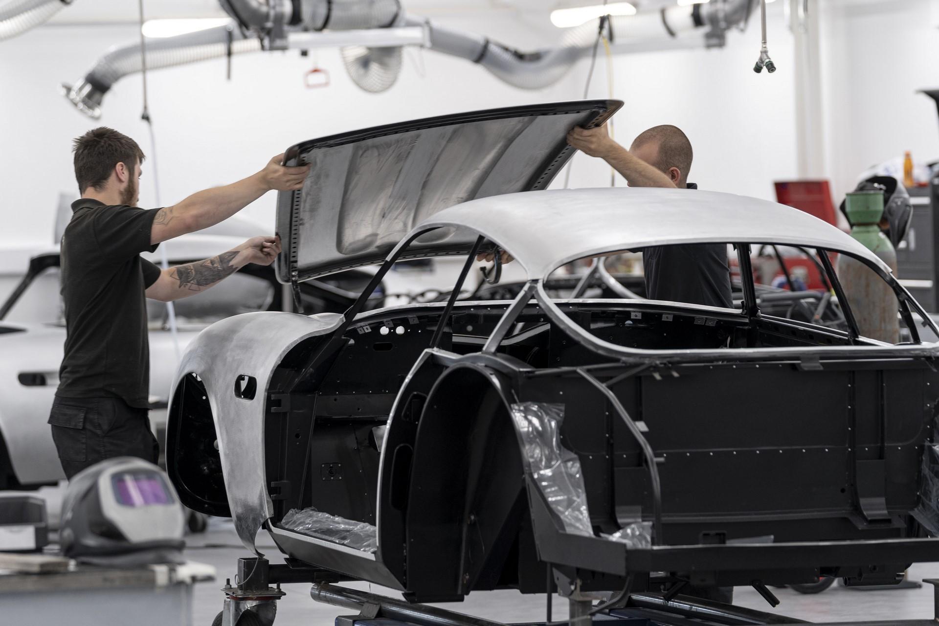 Aston-Martin-DB4GT-Zagato-Build_Newport-Pagnell_04