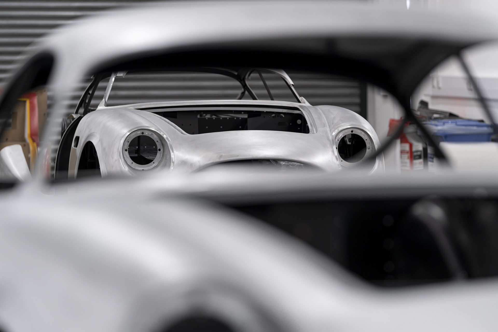Aston-Martin-DB4GT-Zagato-Build_Newport-Pagnell_07