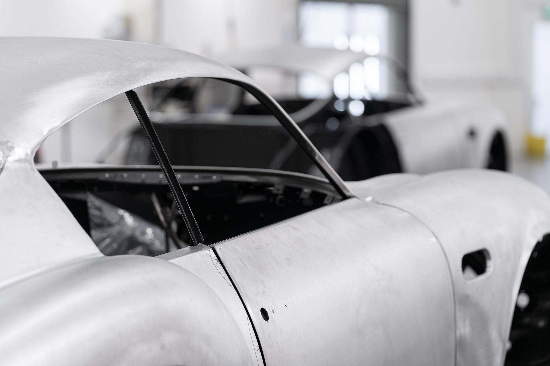 Aston-Martin-DB4GT-Zagato-Build_Newport-Pagnell_08