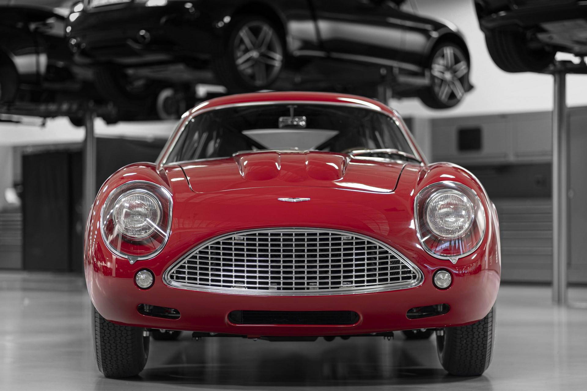 Aston-Martin-DB4-GT-Zagato-Continuation-12