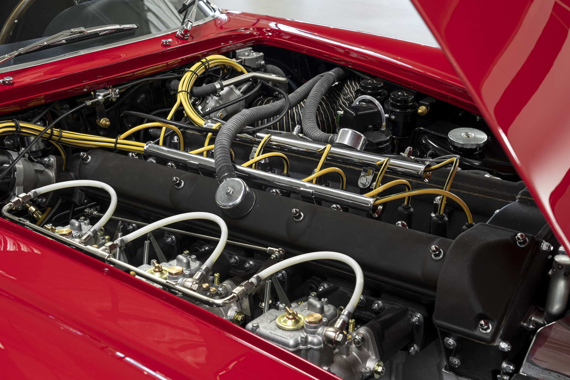 Aston-Martin-DB4-GT-Zagato-Continuation-16