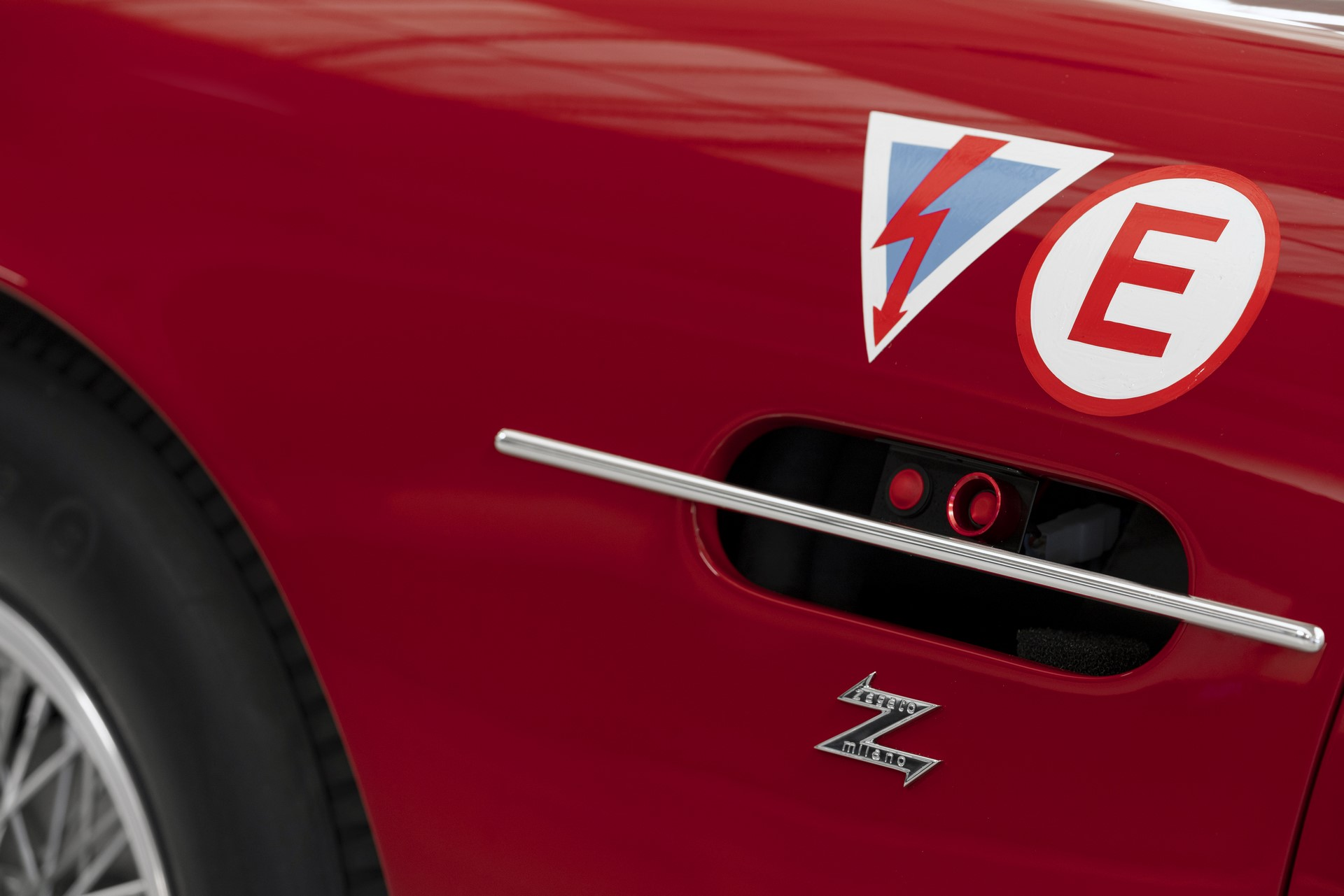 Aston-Martin-DB4-GT-Zagato-Continuation-18
