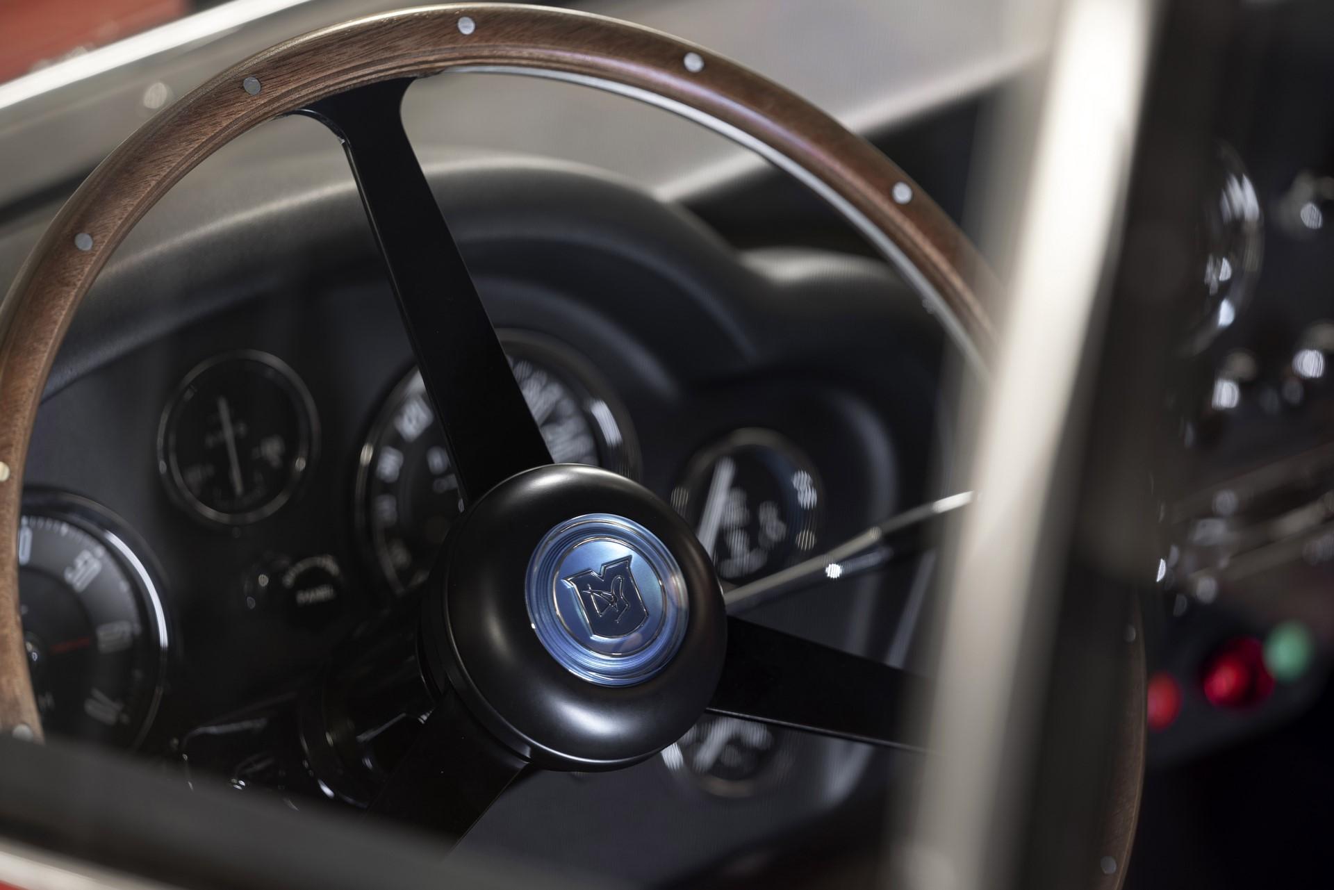 Aston-Martin-DB4-GT-Zagato-Continuation-7