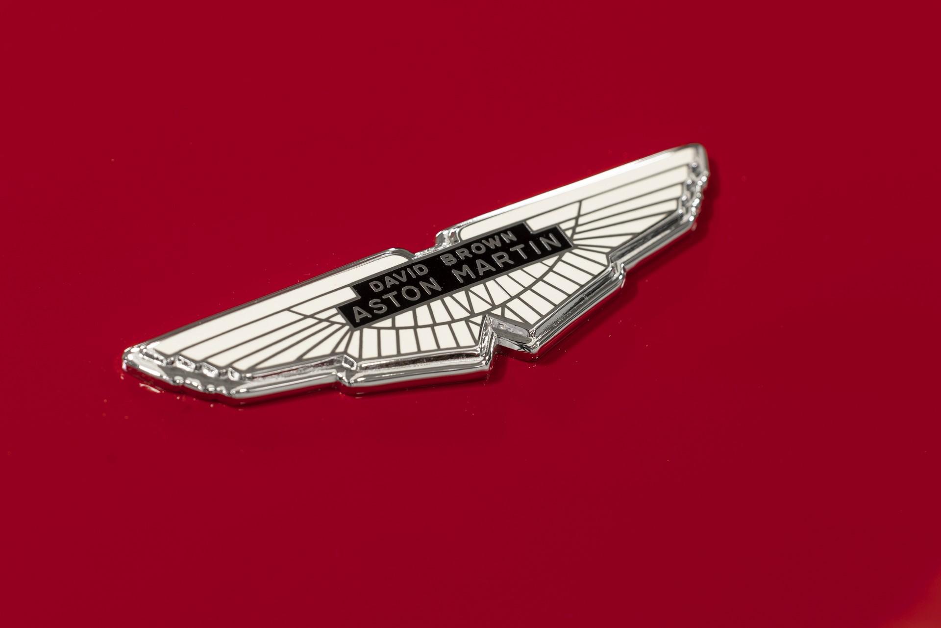 Aston-Martin-DB4-GT-Zagato-Continuation-9