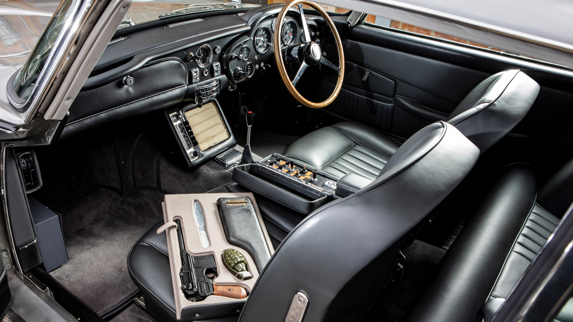 1965-aston-martin-db5-goldfinger-spec-1-18