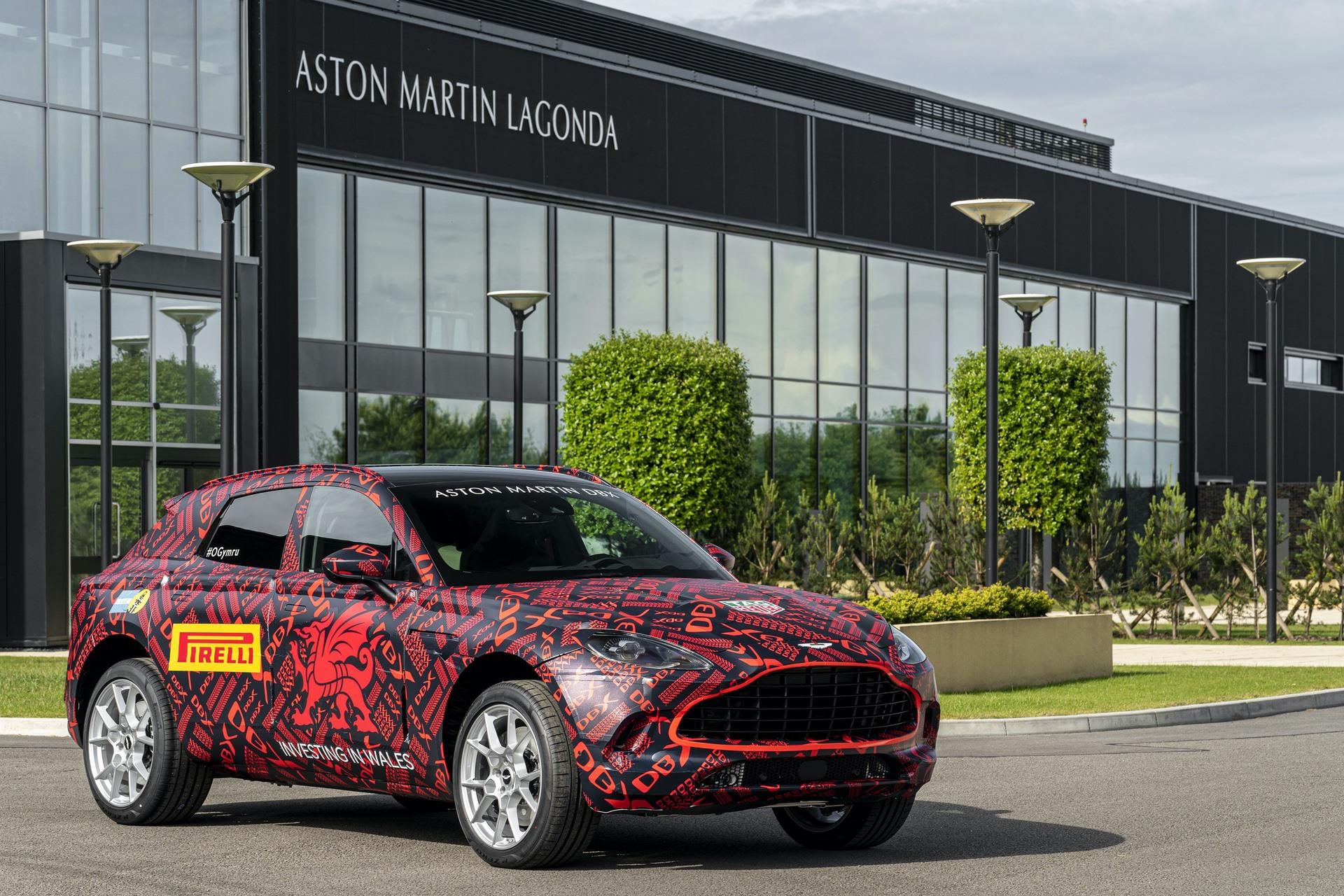 Aston-Martin-DBX_St-Athan_01