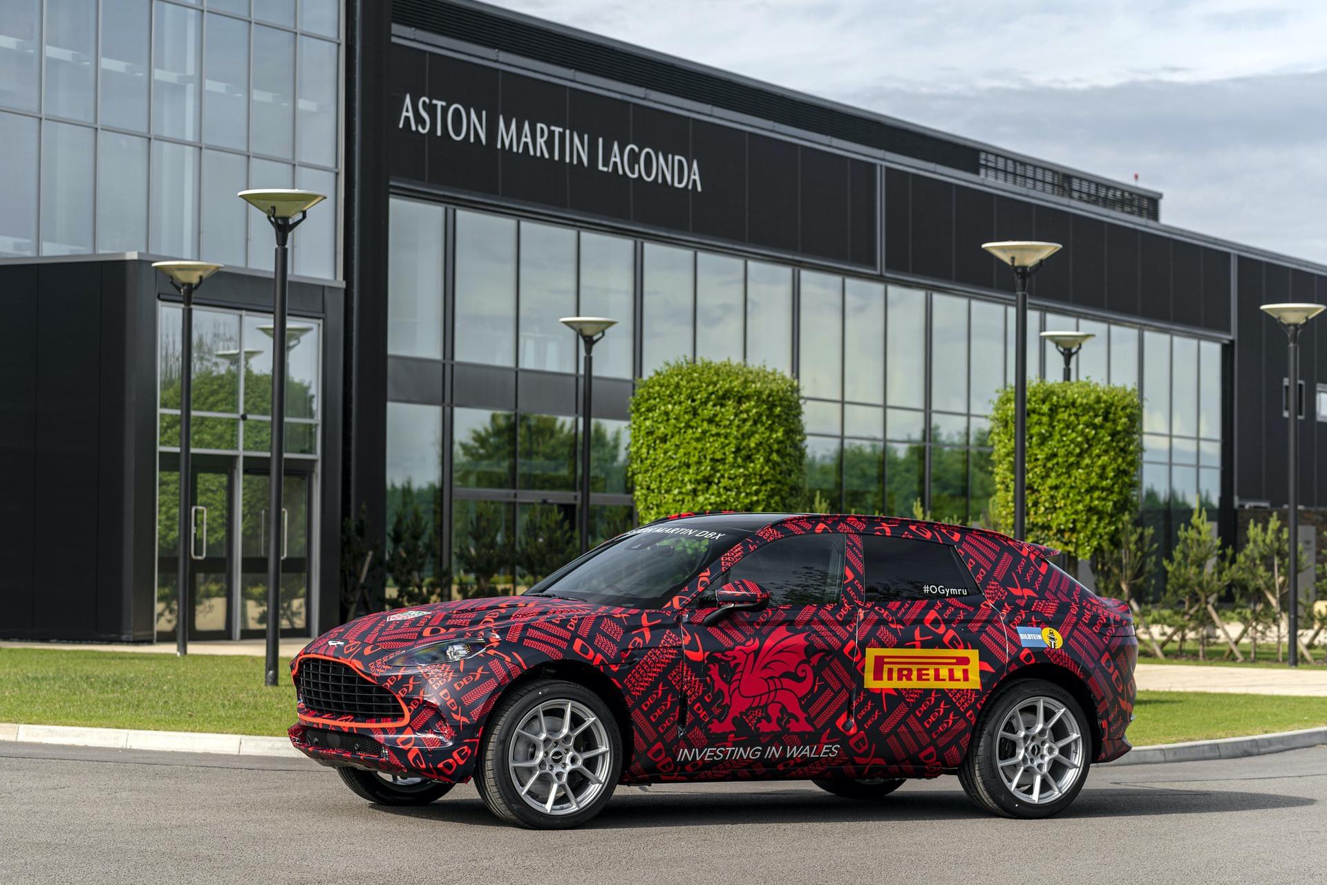 Aston-Martin-DBX_St-Athan_02