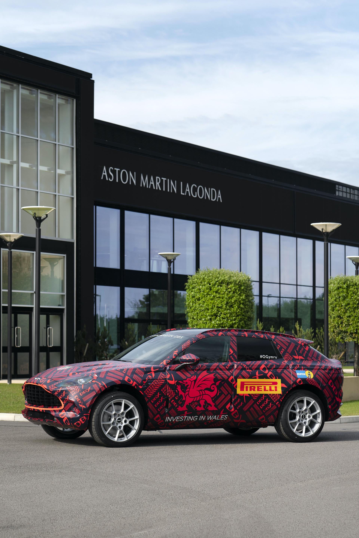 Aston-Martin-DBX_St-Athan_03