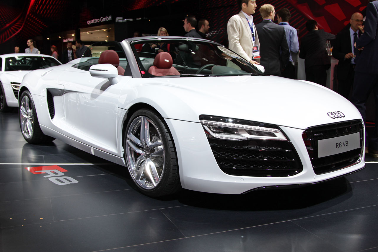 http://www.autoblog.gr/wp-content/gallery/audi-r8-facelift-live-in-paris-2012/audi-r8-facelift-live-in-paris-2012-2.jpg