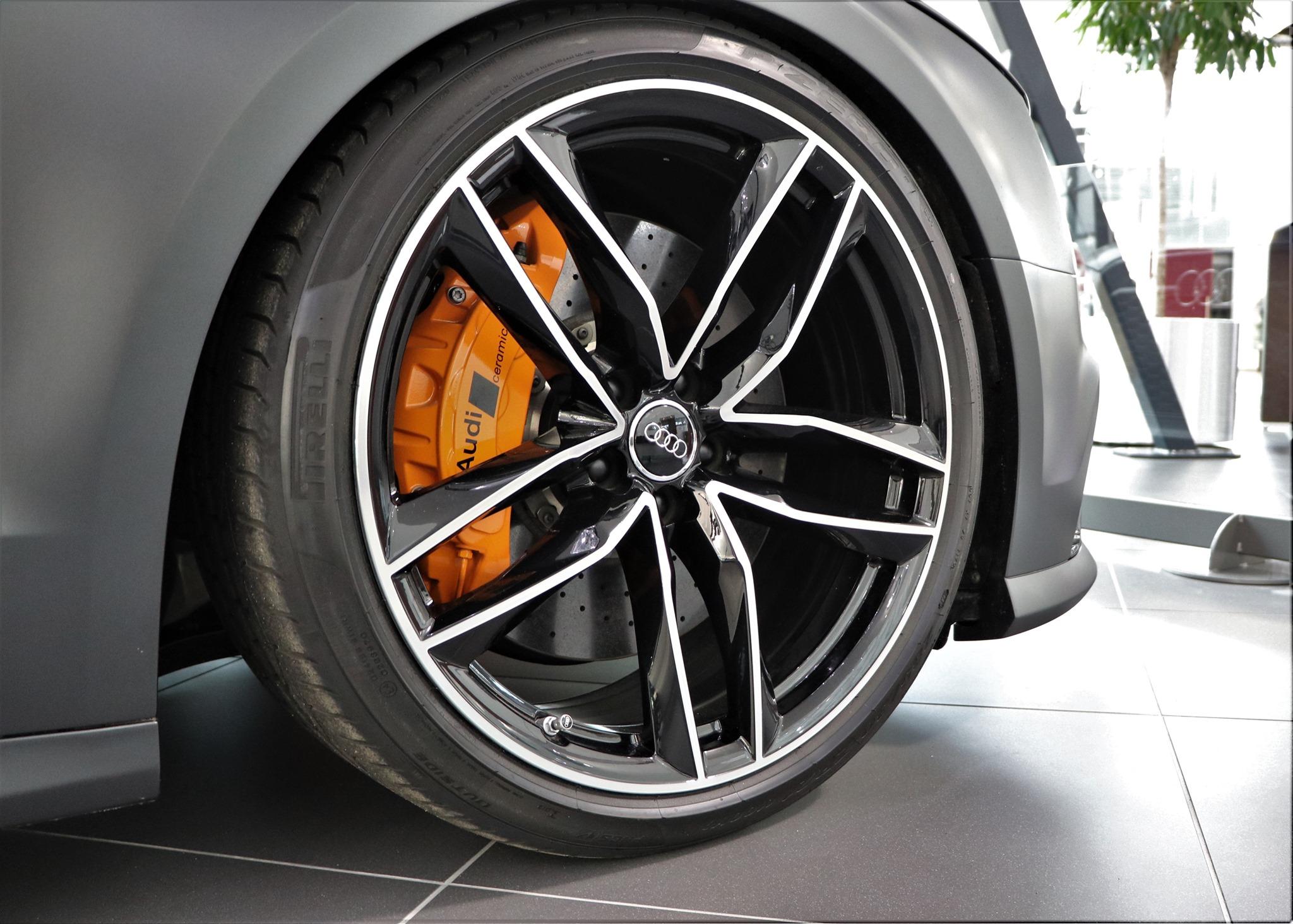 Audi-RS8-3