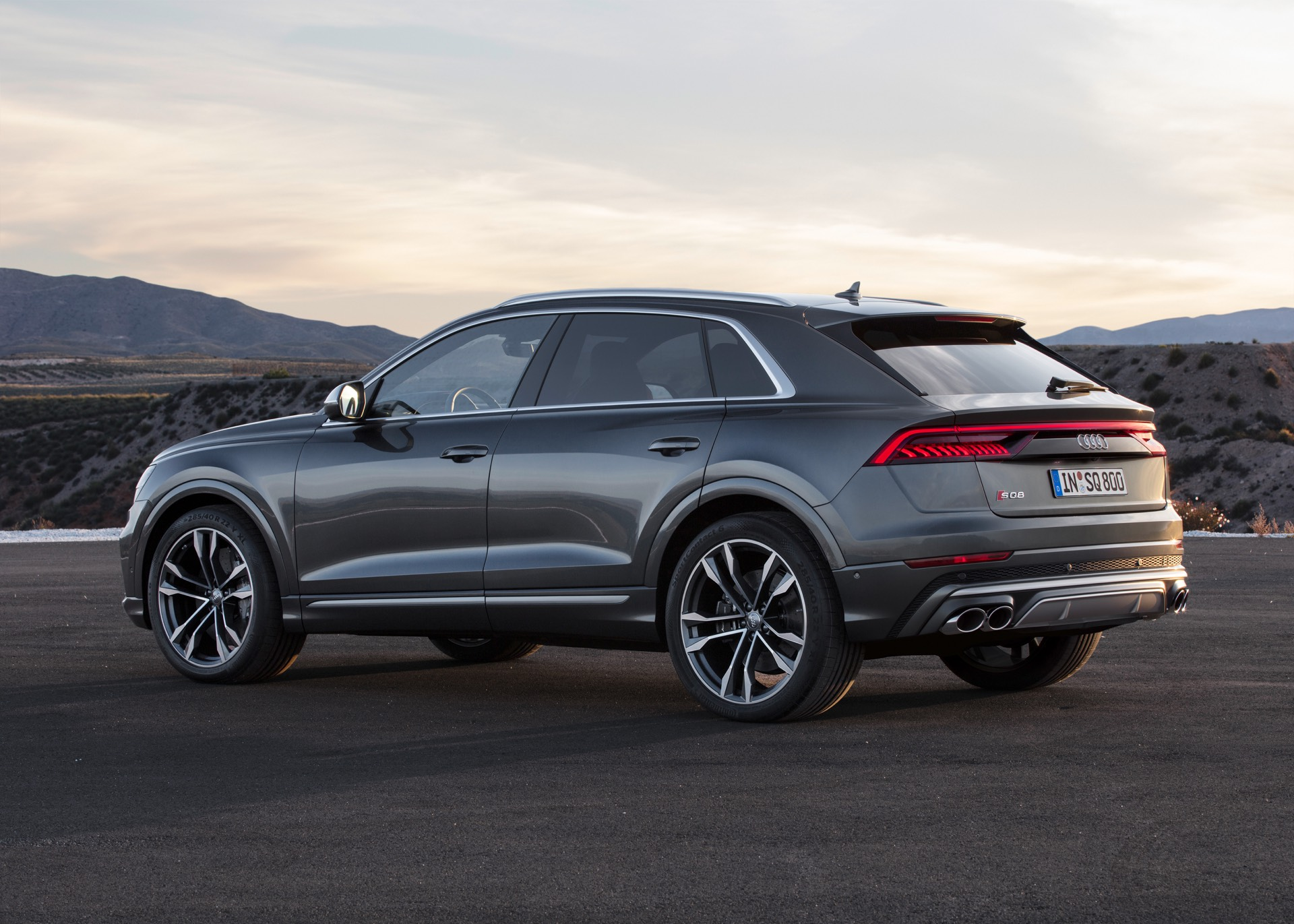 Audi-SQ8-TDI-2019-10