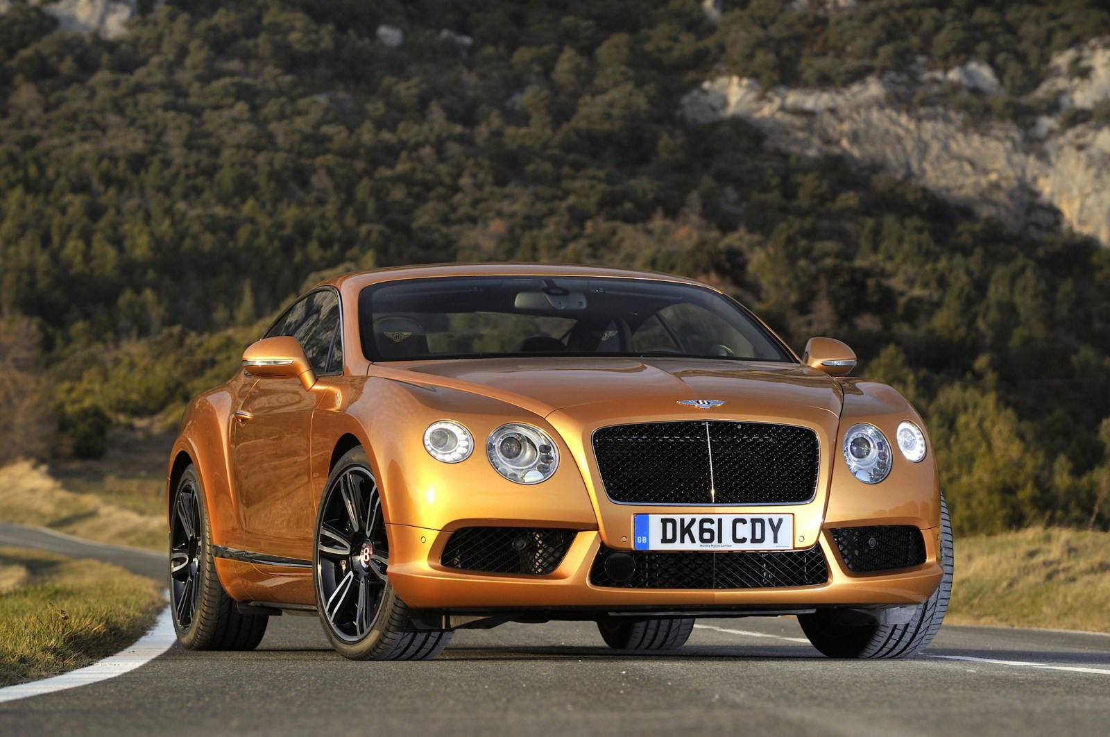 http://www.autoblog.gr/wp-content/gallery/bentley-continental-gt-and-gtc-v8-live-in-geneva-2012/bentley-continental-gt-v8-8.jpg