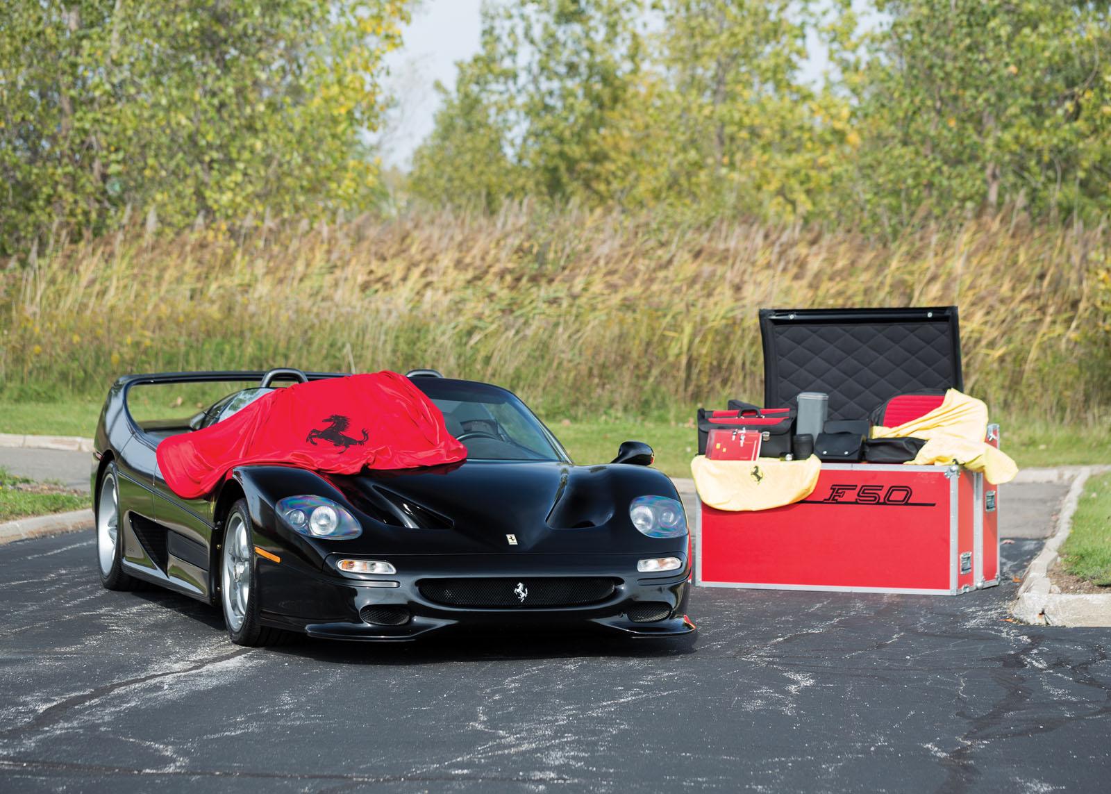 Black Ferrari F50 in auction (9)