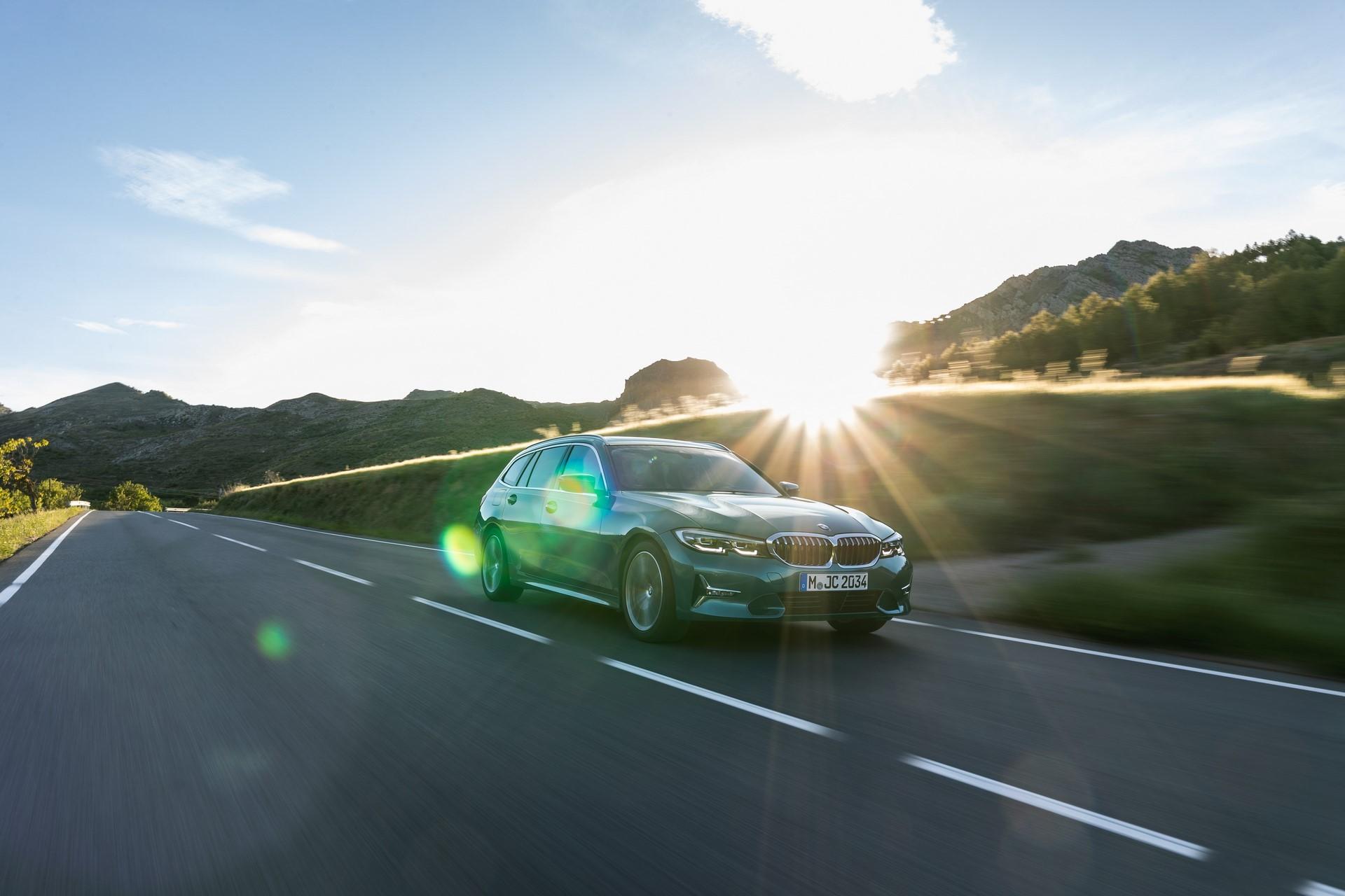 BMW-3-Series-Touring-2019-11