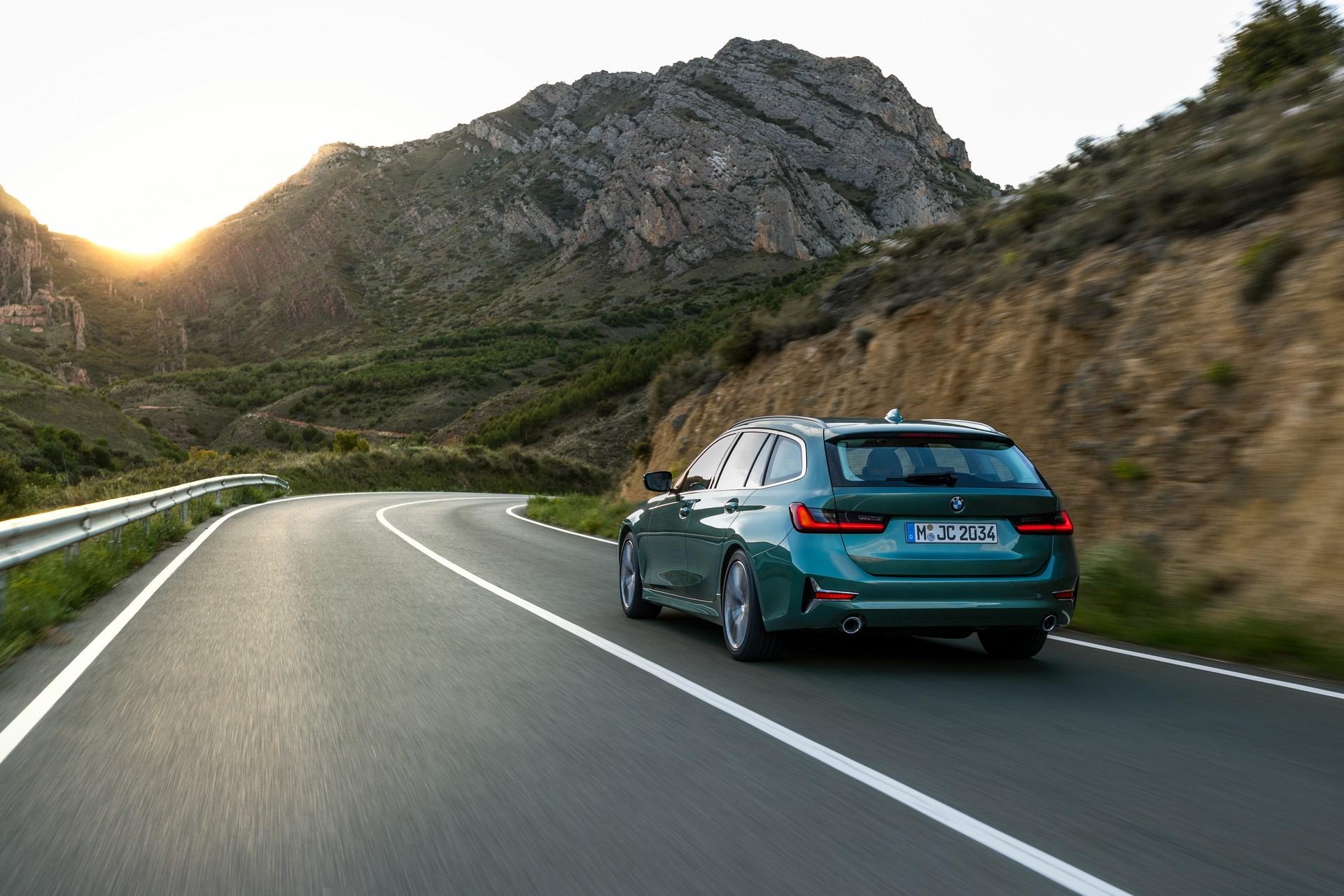 BMW-3-Series-Touring-2019-12