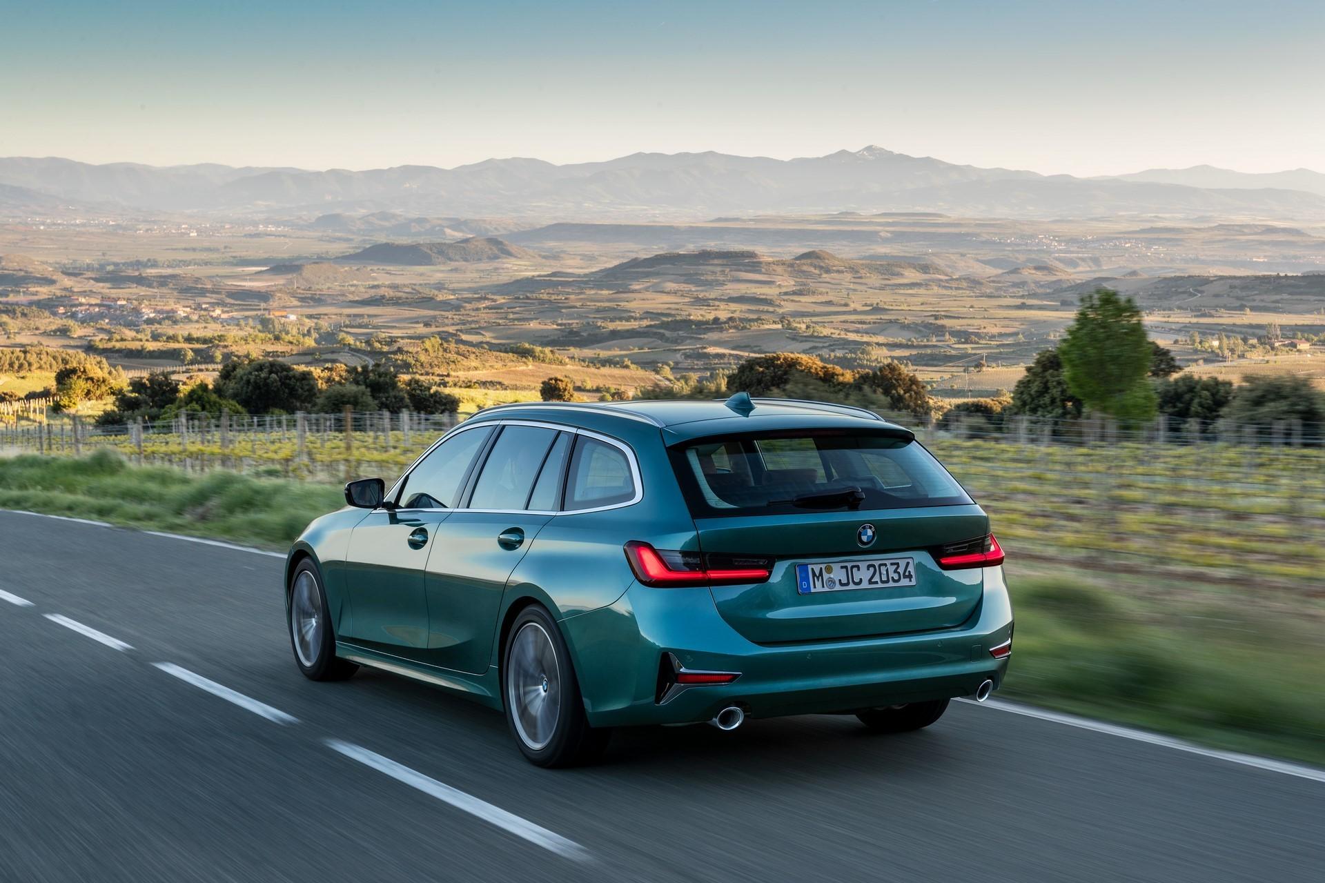 BMW-3-Series-Touring-2019-13