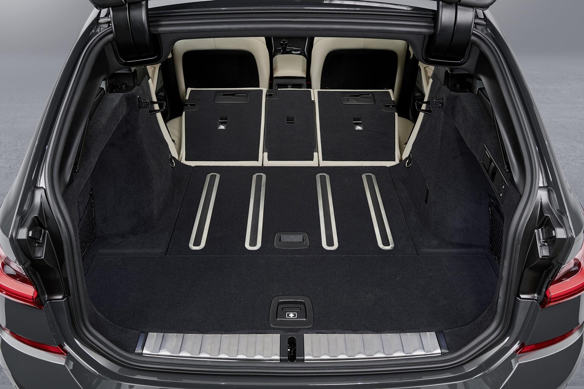 BMW-3-Series-Touring-2019-136