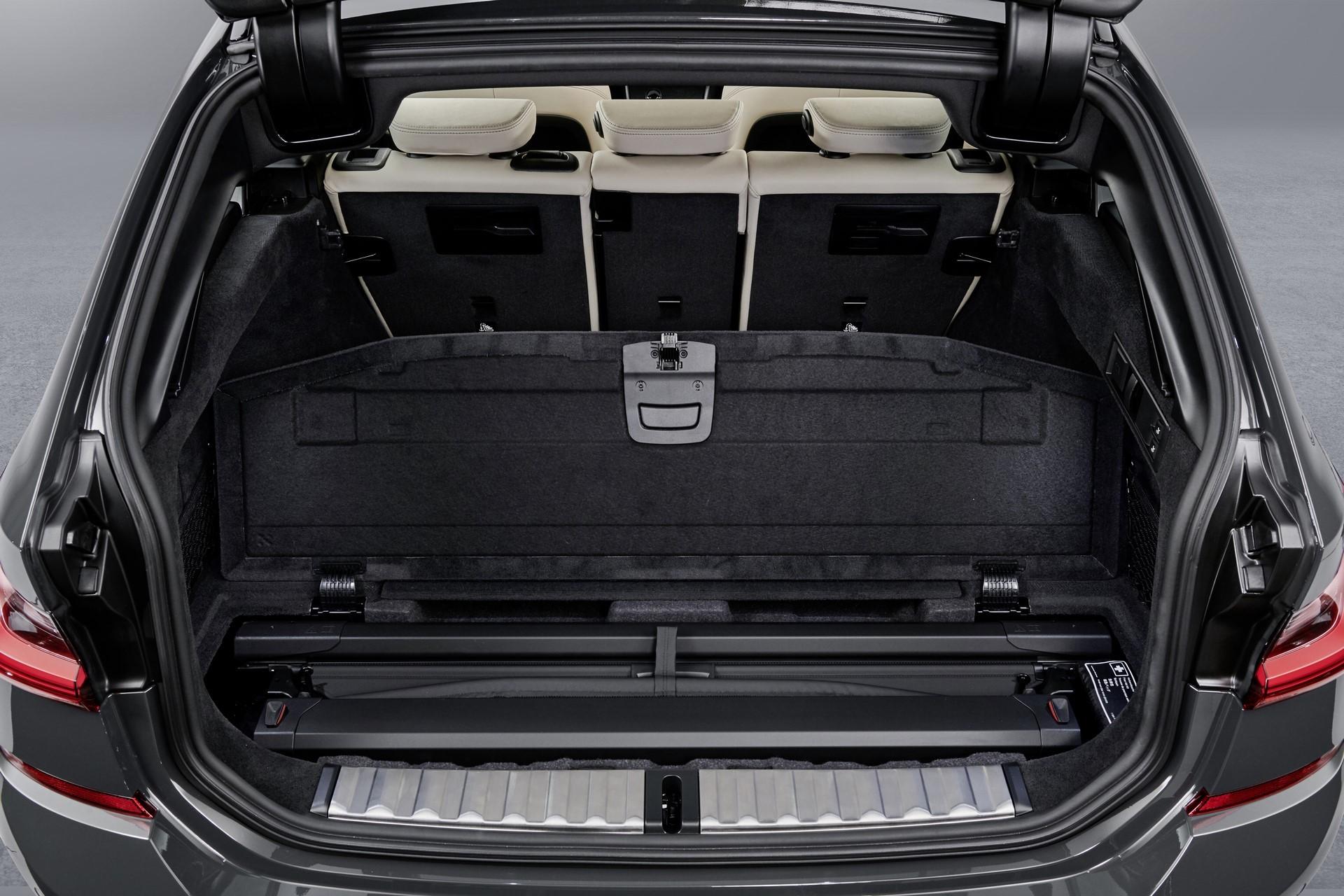 BMW-3-Series-Touring-2019-137