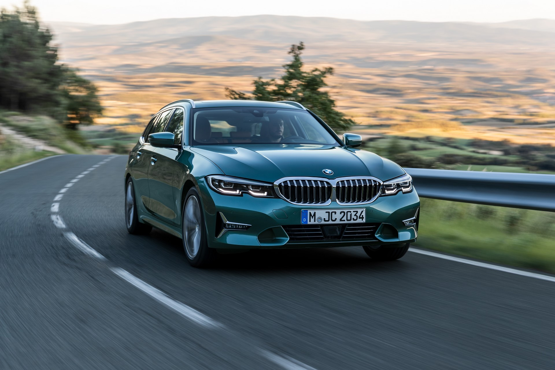 BMW-3-Series-Touring-2019-15