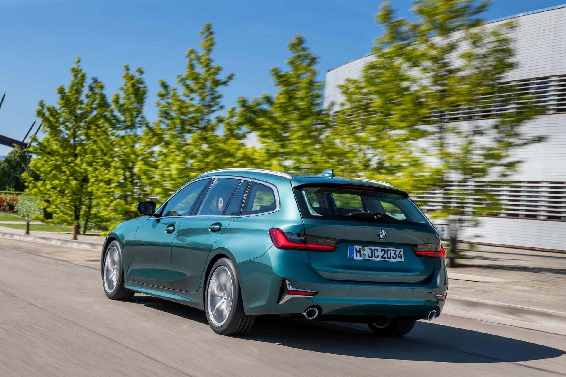 BMW-3-Series-Touring-2019-16