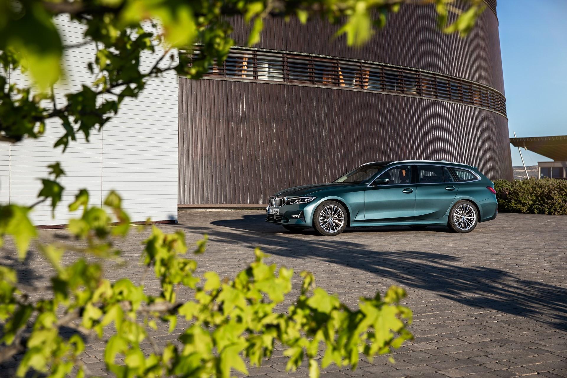 BMW-3-Series-Touring-2019-18