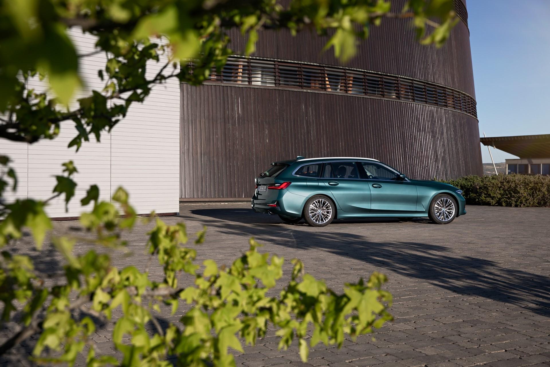 BMW-3-Series-Touring-2019-19