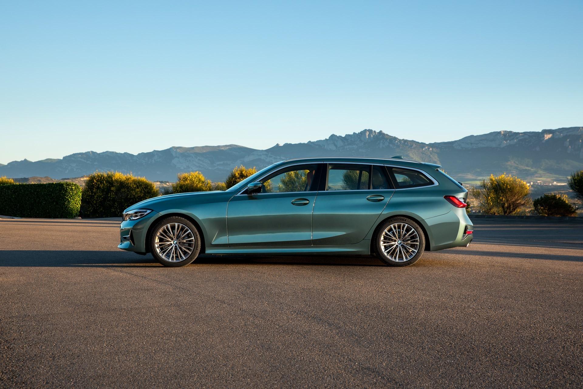BMW-3-Series-Touring-2019-22