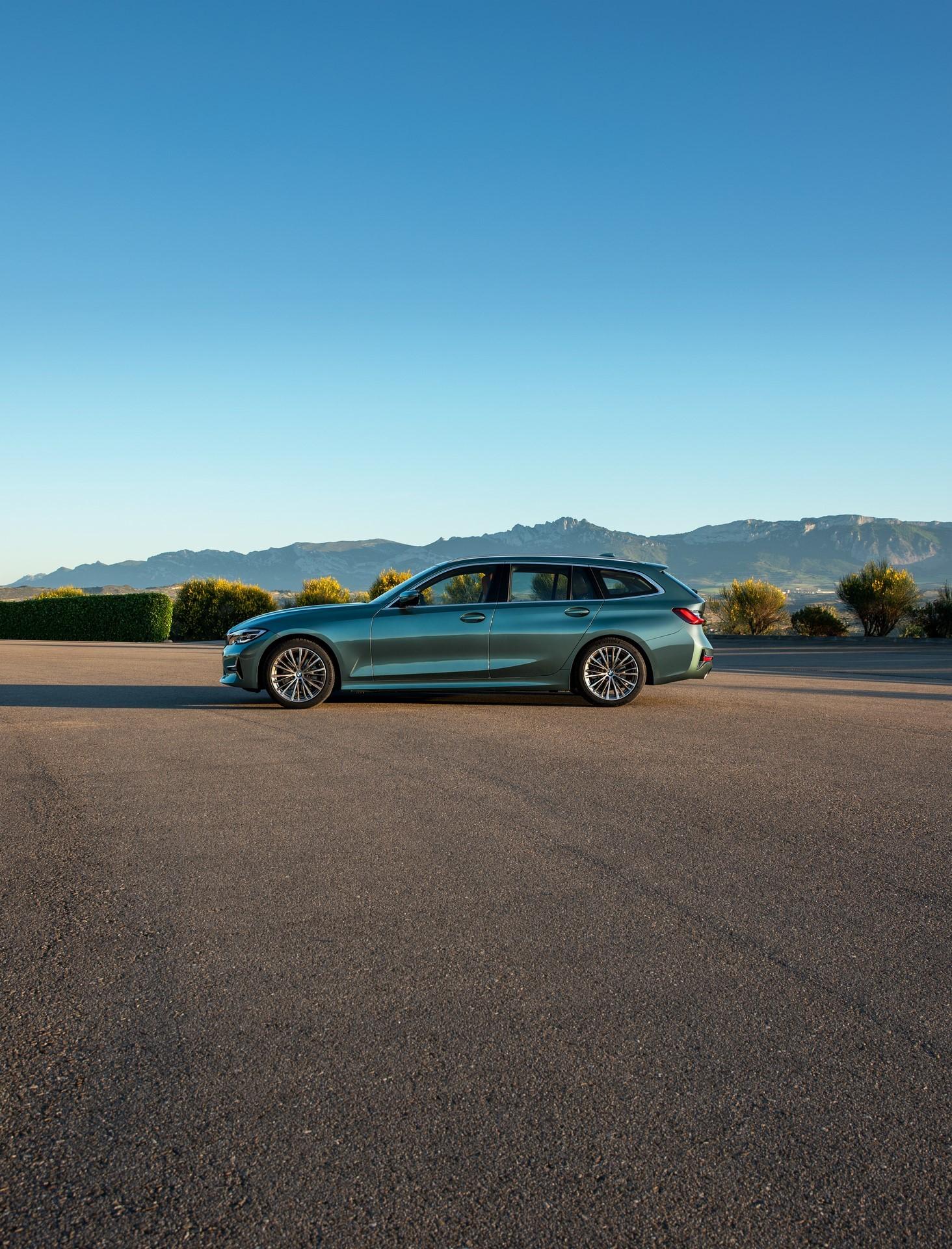 BMW-3-Series-Touring-2019-23