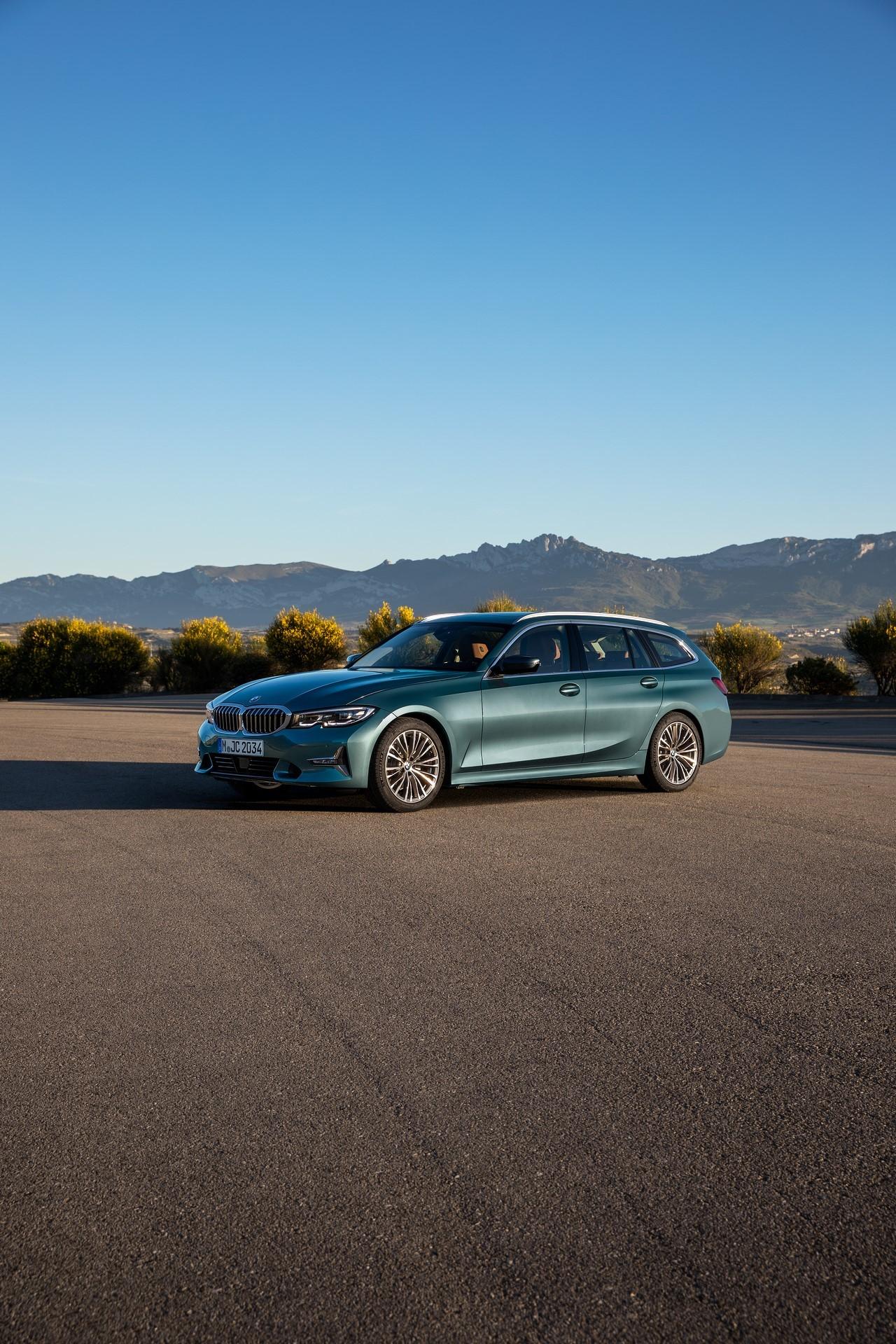 BMW-3-Series-Touring-2019-24
