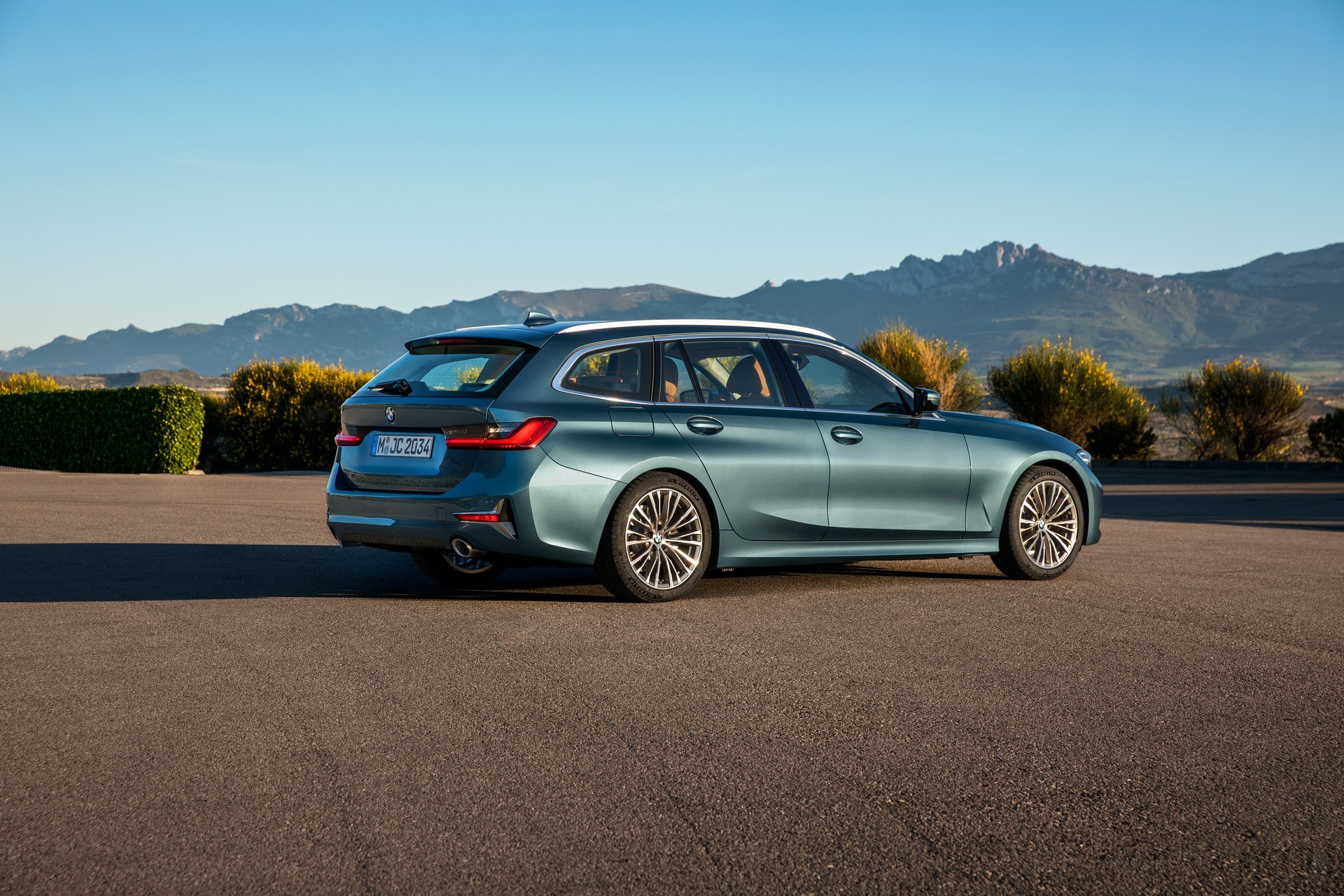 BMW-3-Series-Touring-2019-26