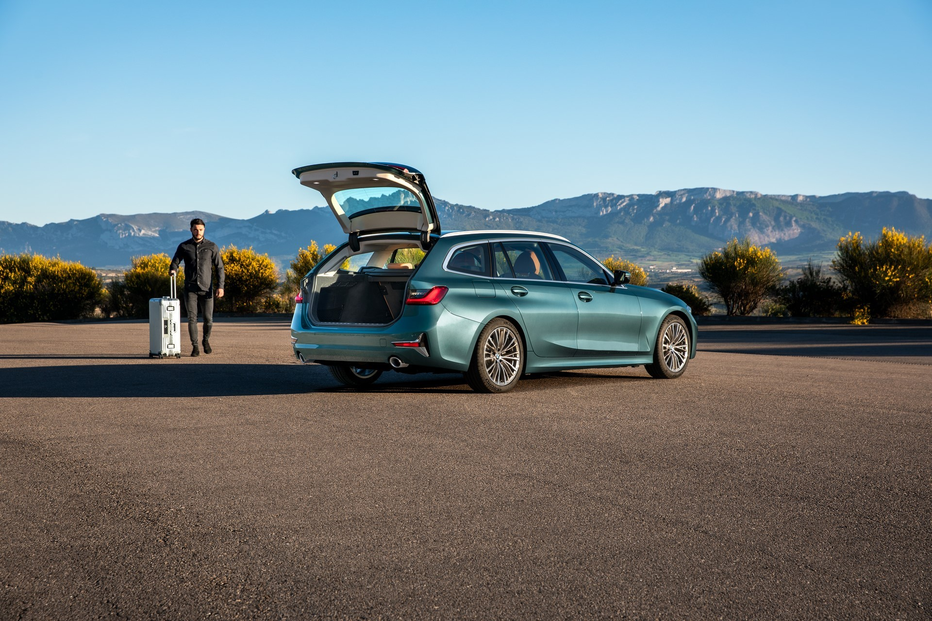BMW-3-Series-Touring-2019-28