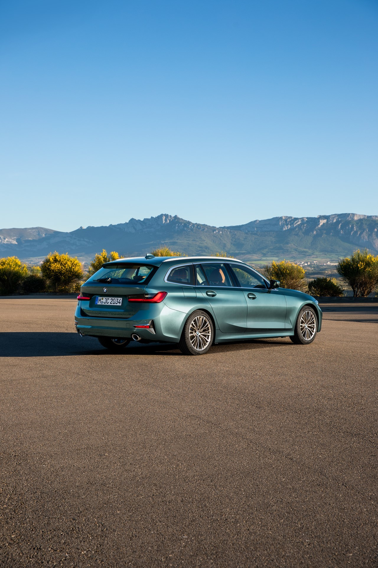 BMW-3-Series-Touring-2019-29
