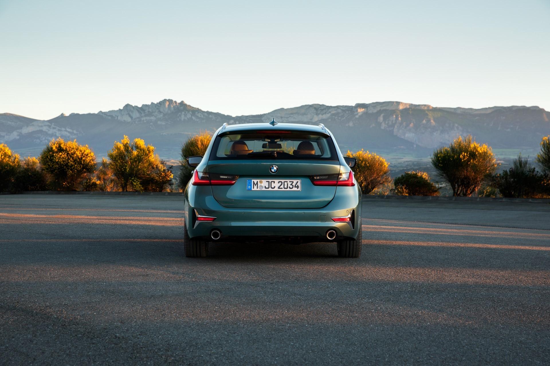 BMW-3-Series-Touring-2019-30