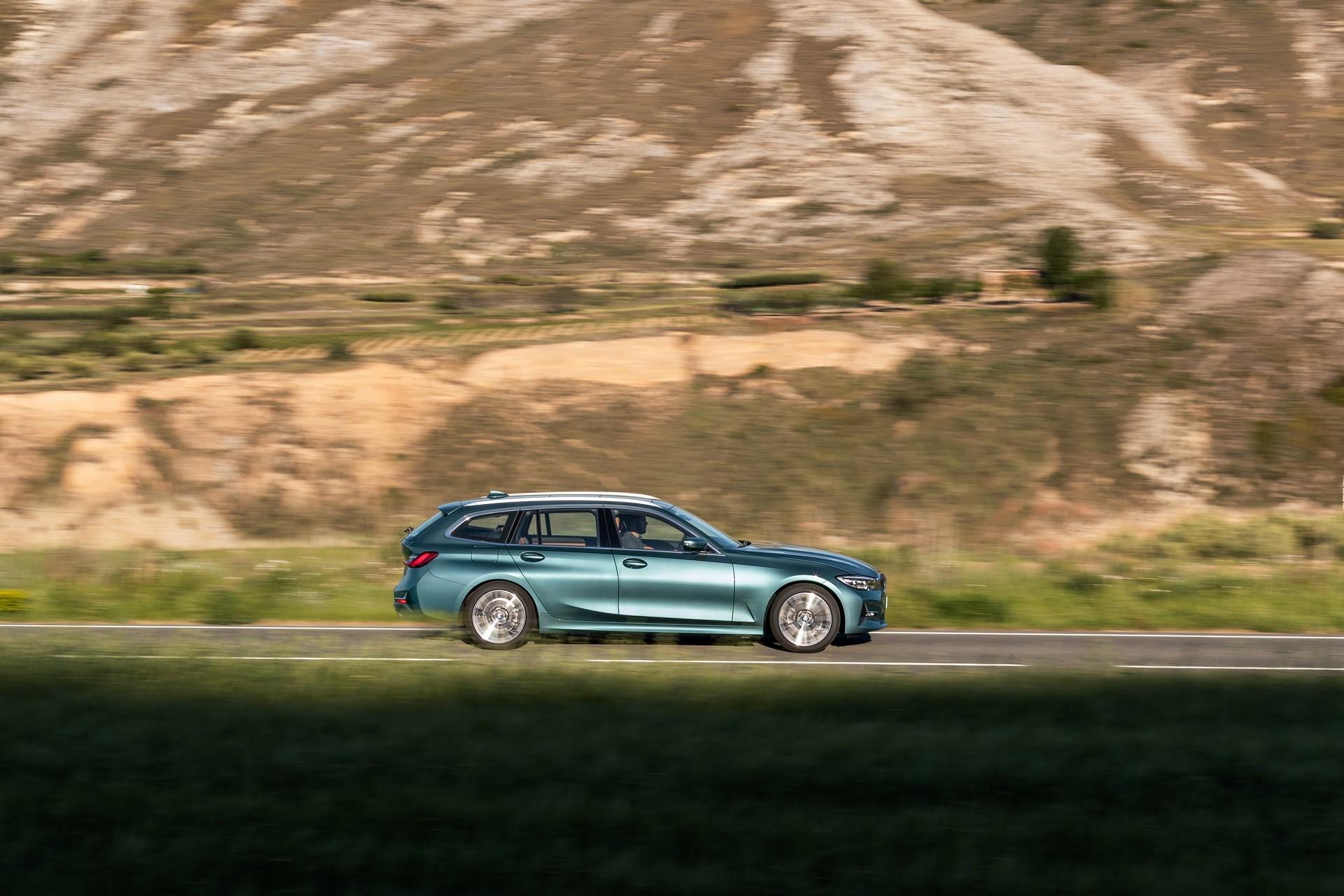 BMW-3-Series-Touring-2019-32