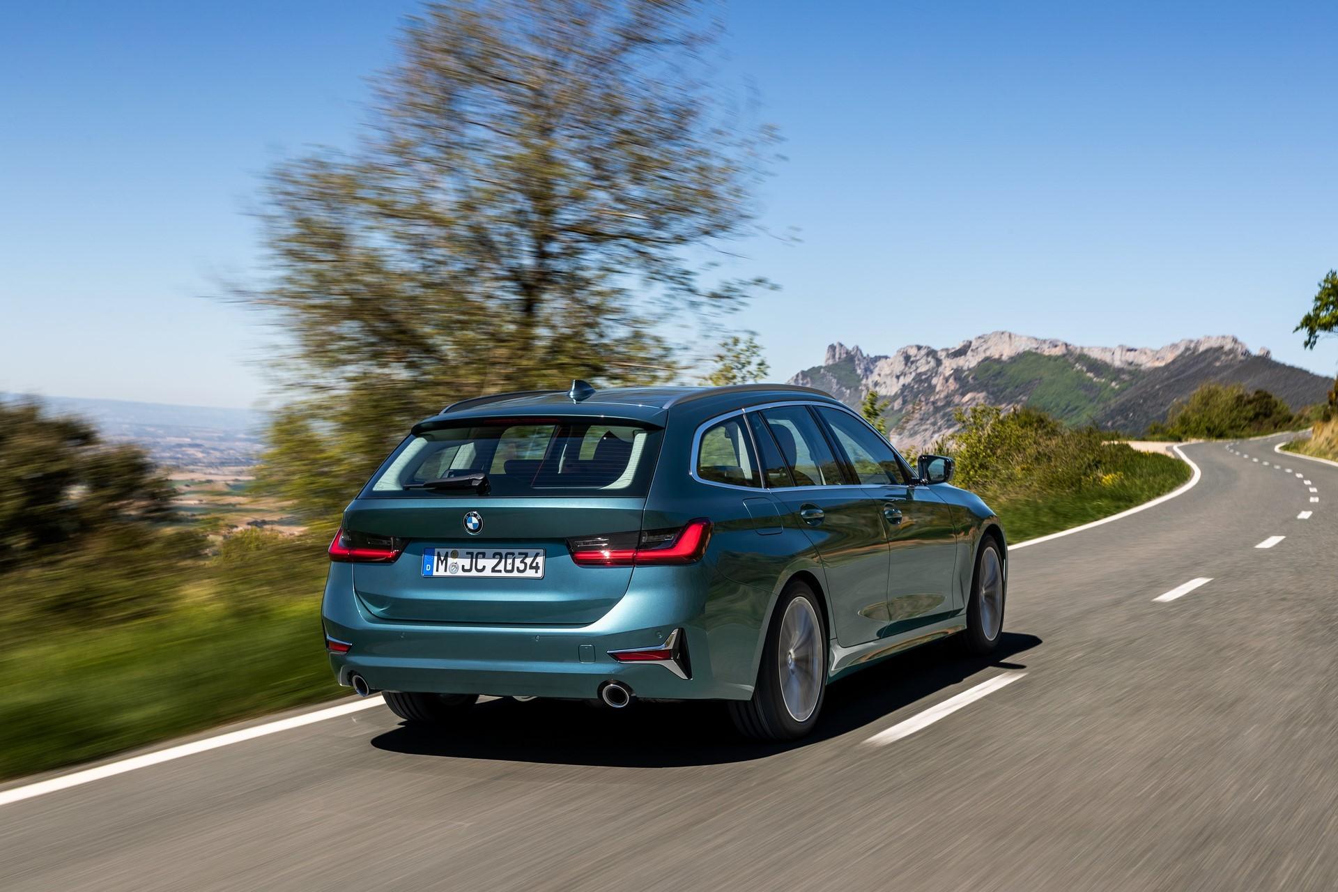 BMW-3-Series-Touring-2019-33
