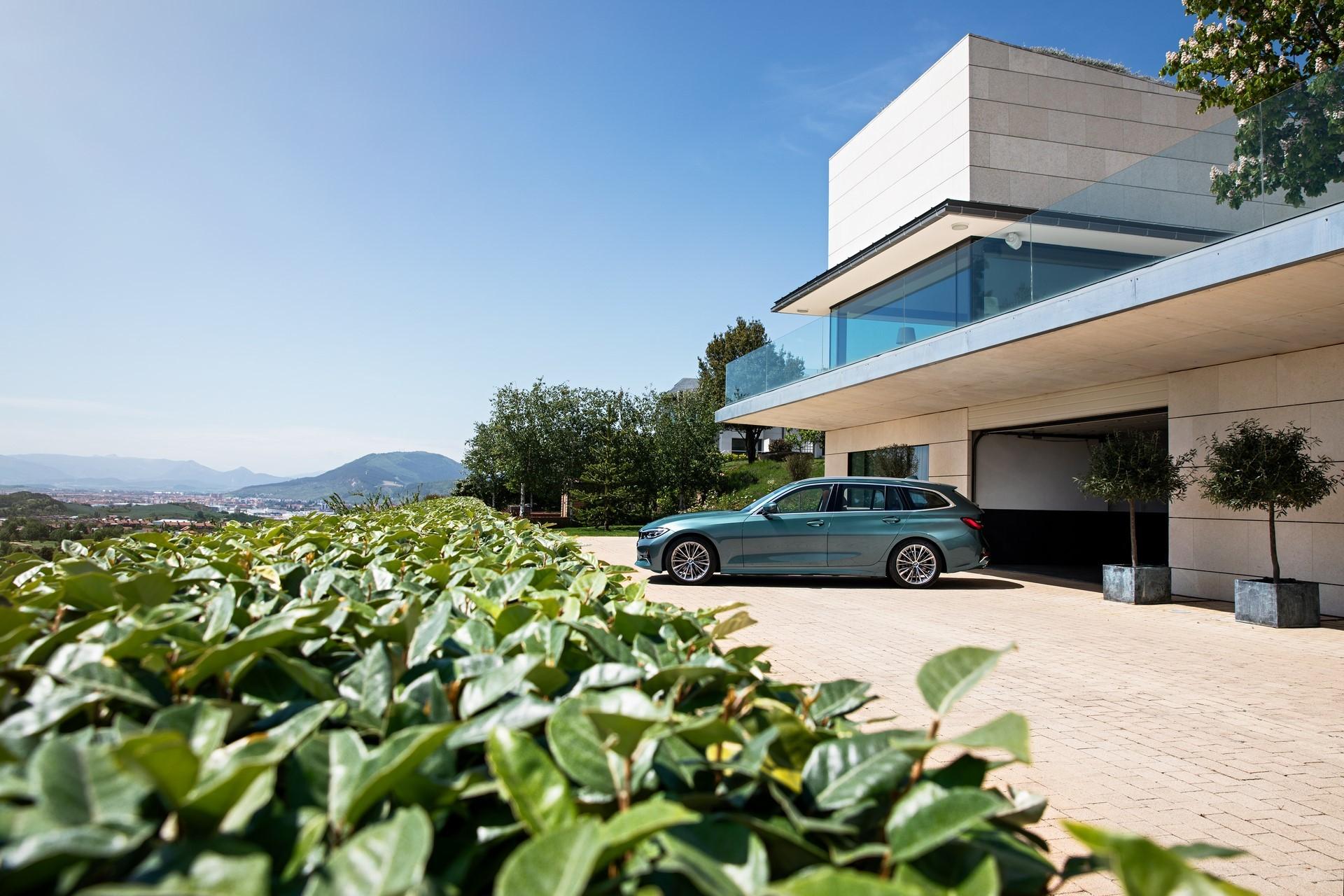 BMW-3-Series-Touring-2019-35