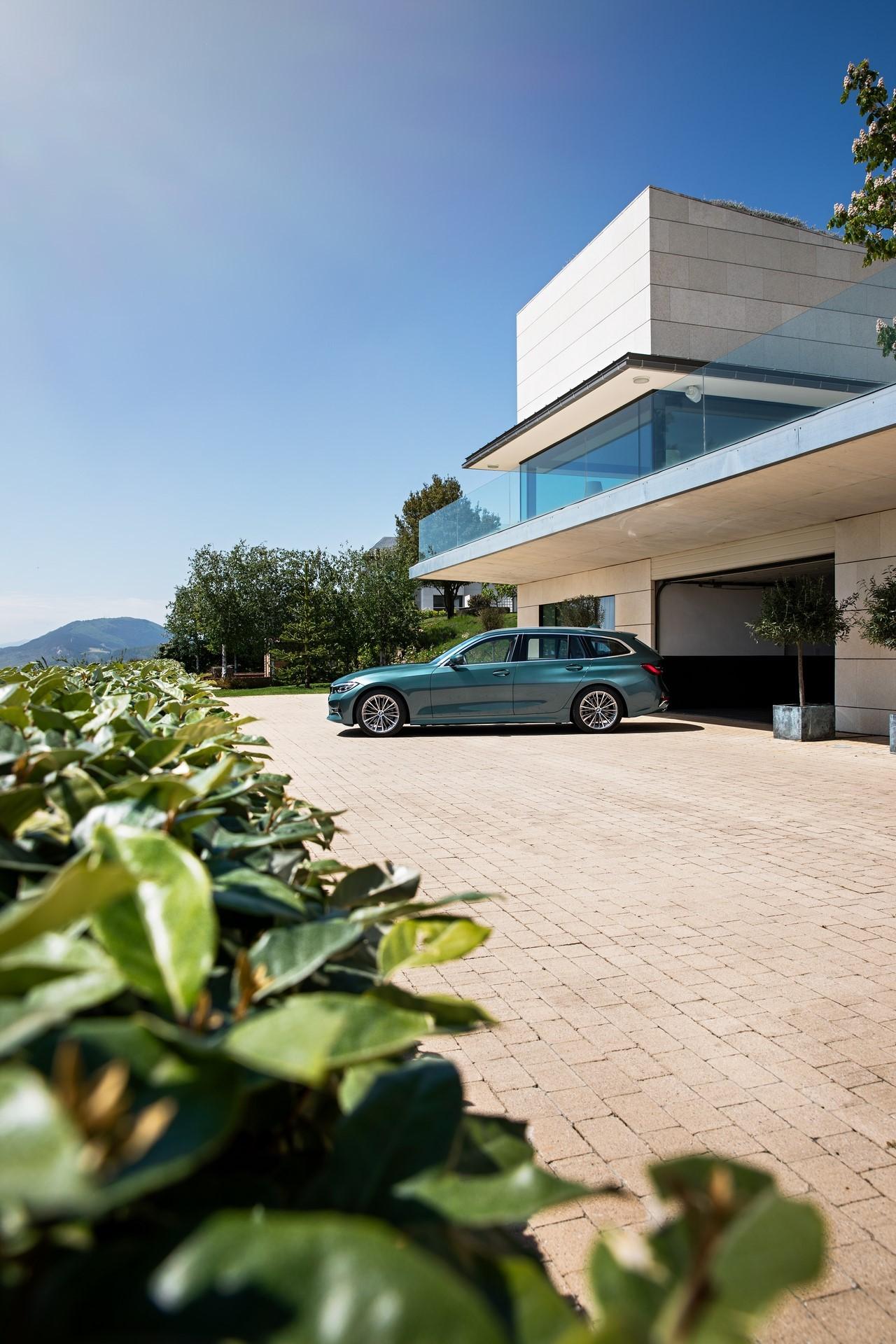 BMW-3-Series-Touring-2019-36