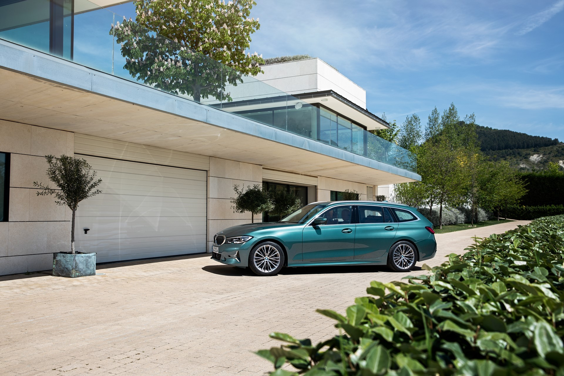 BMW-3-Series-Touring-2019-37