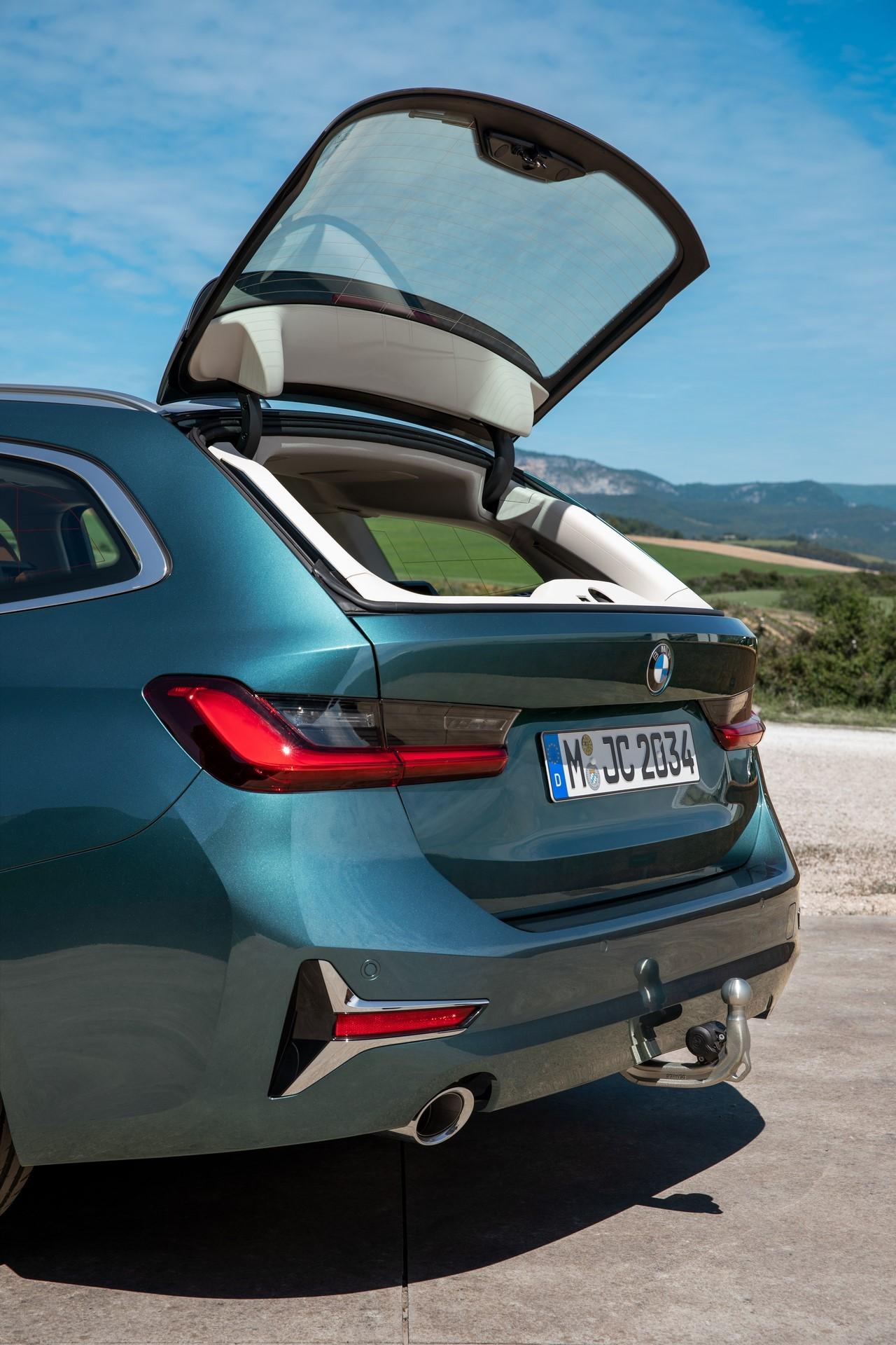 BMW-3-Series-Touring-2019-41