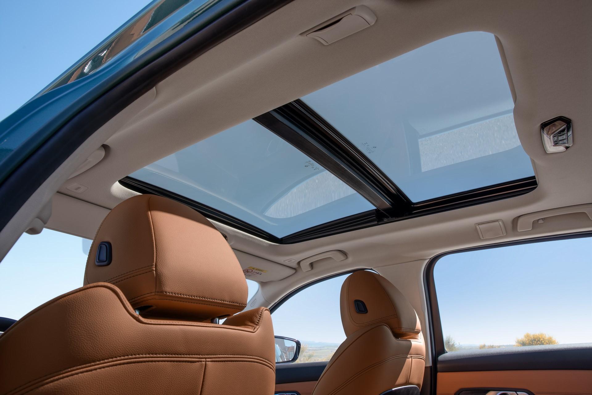 BMW-3-Series-Touring-2019-43